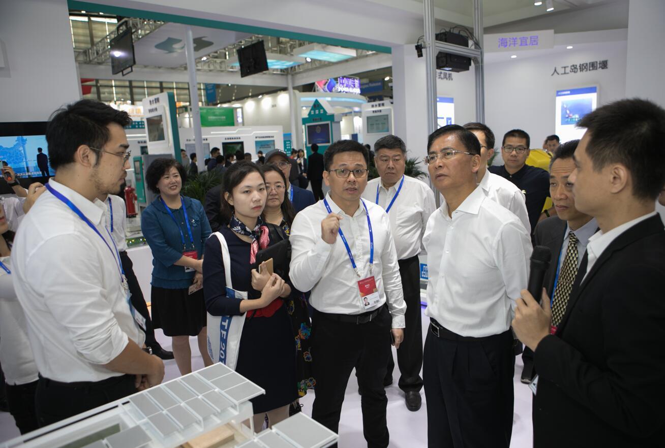 杨洪常委考察建筑科技创新展